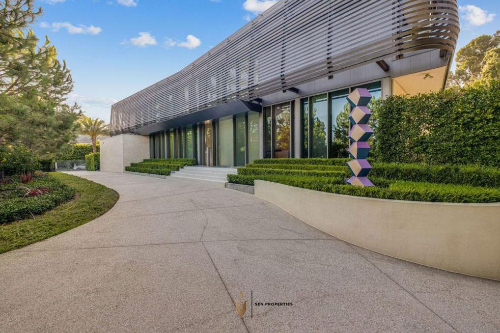 5-SenProperties-Beverly-Drive-Entrance