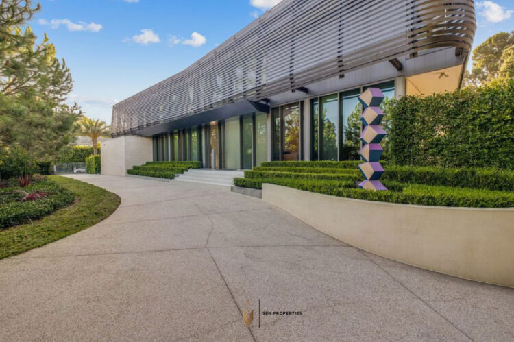 Featured Image - 1021 NORTH BEVERLY DRIVE